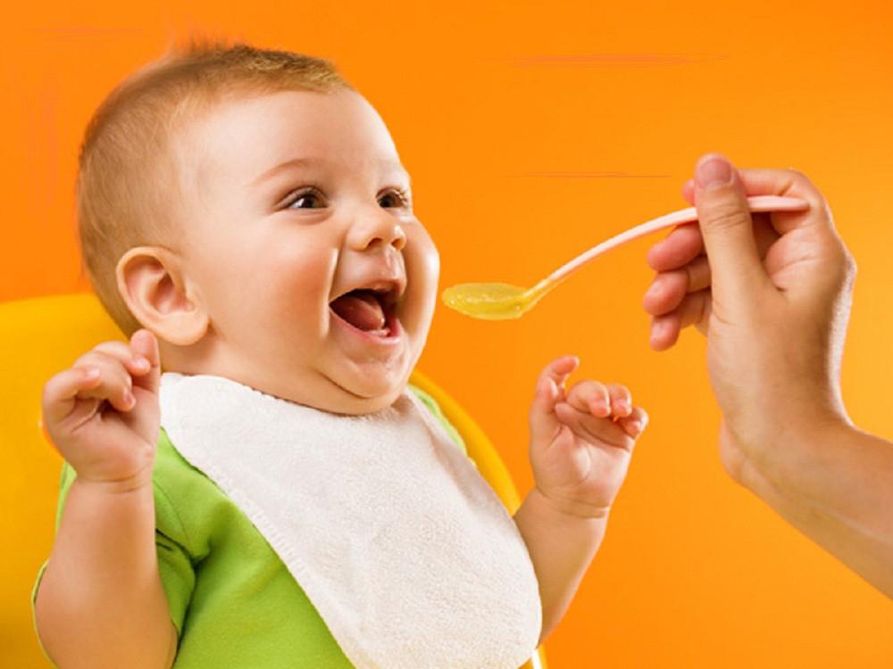 Dụng cụ ăn dặm cần thiết cho bé ăn dặm BLW